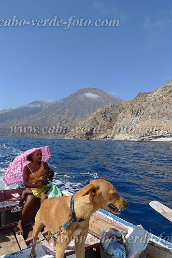 Santo Antão : Monte Trigo : fishing boat dog child : Landscape Sea